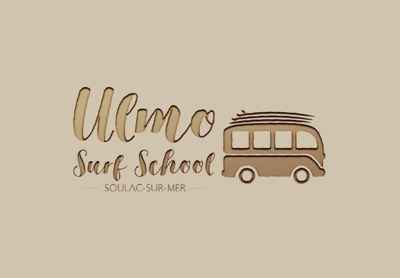 Logo Ulmo Surf School sur planche de bois